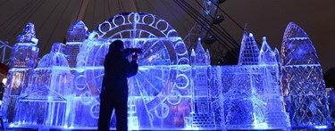 Ice Sculpture of london eye and skyline
